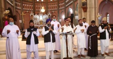 Interreligious leaders assemble to pray on the call of Pope Francis